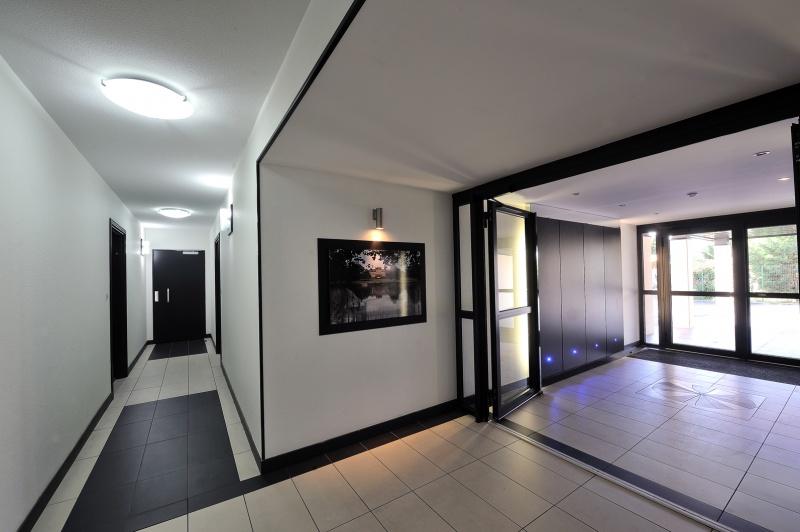 hall d 39 entr e r sidence domaine de valois m rignac 33 les programmes severini pierres et. Black Bedroom Furniture Sets. Home Design Ideas